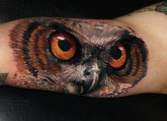 tattoo-artist-carlox-angarita-has-created-a-stunning-photo-realistic-tattoo-of-an-owl-on-the-inside-of-the-forearm